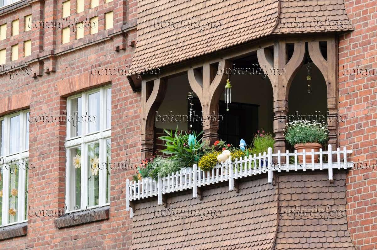 bild balkon mit sommerblumen 475020 bilder und videos von pflanzen und g rten botanikfoto. Black Bedroom Furniture Sets. Home Design Ideas