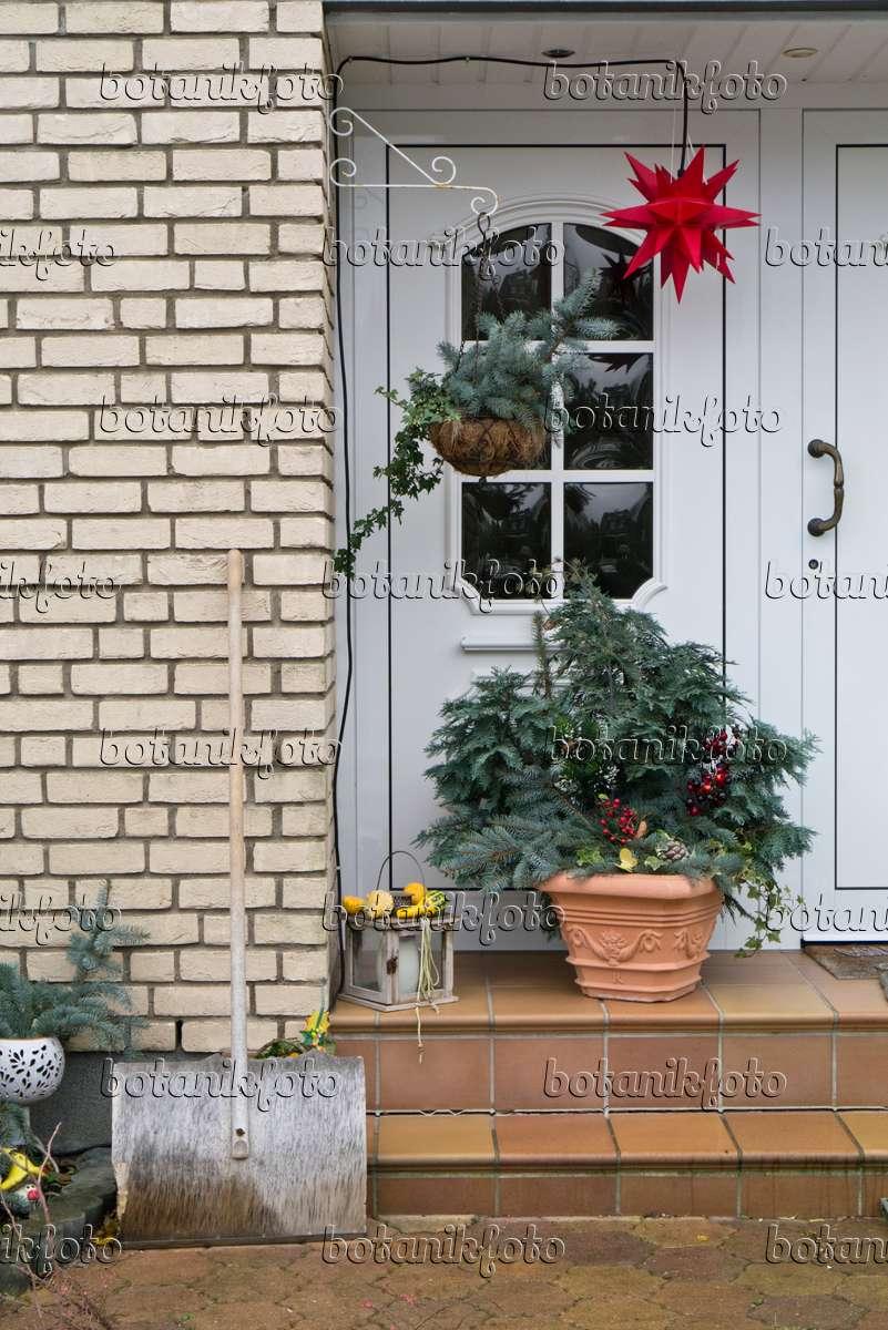 Bild hauseingang mit weihnachtsdekoration 527021 for Weihnachtsdeko bilder gratis