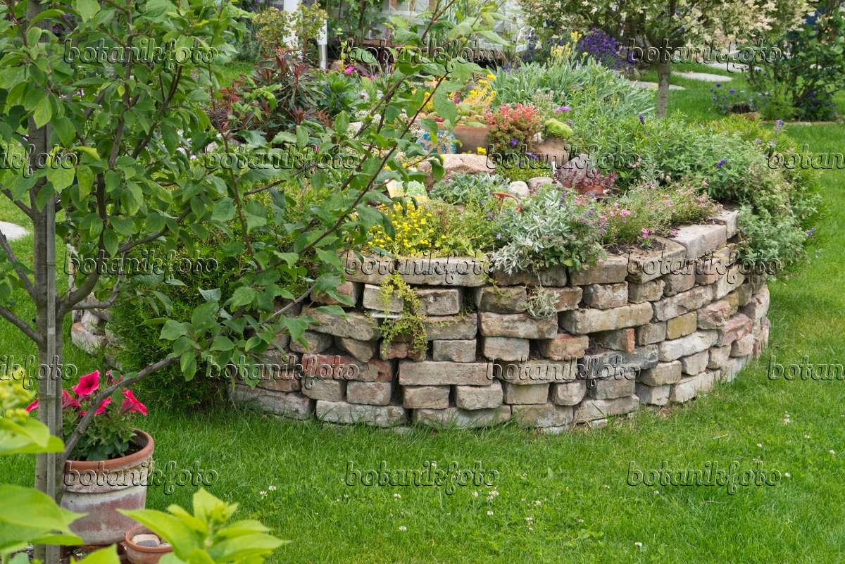 Bild Hochbeet Aus Ziegelsteinen 534259 Bilder Und Videos Von
