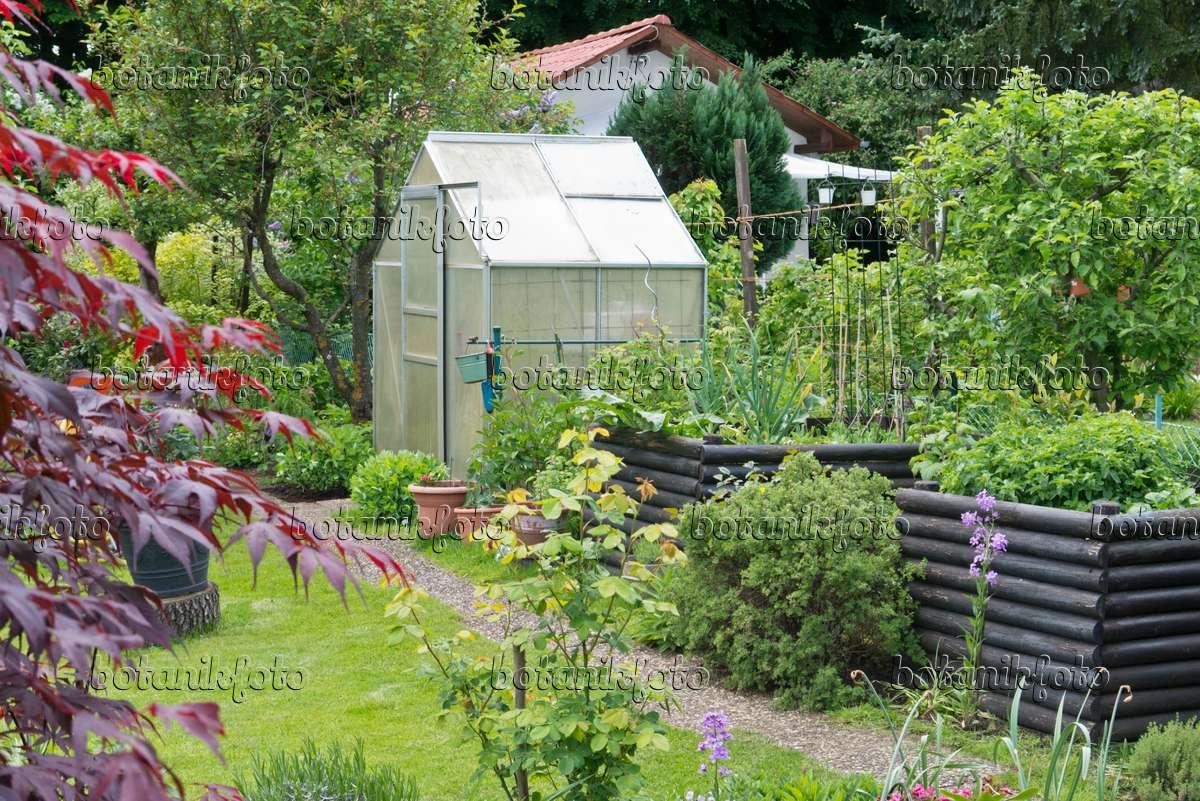 Bild Hochbeete Und Gewachshaus In Einem Kleingarten 544167