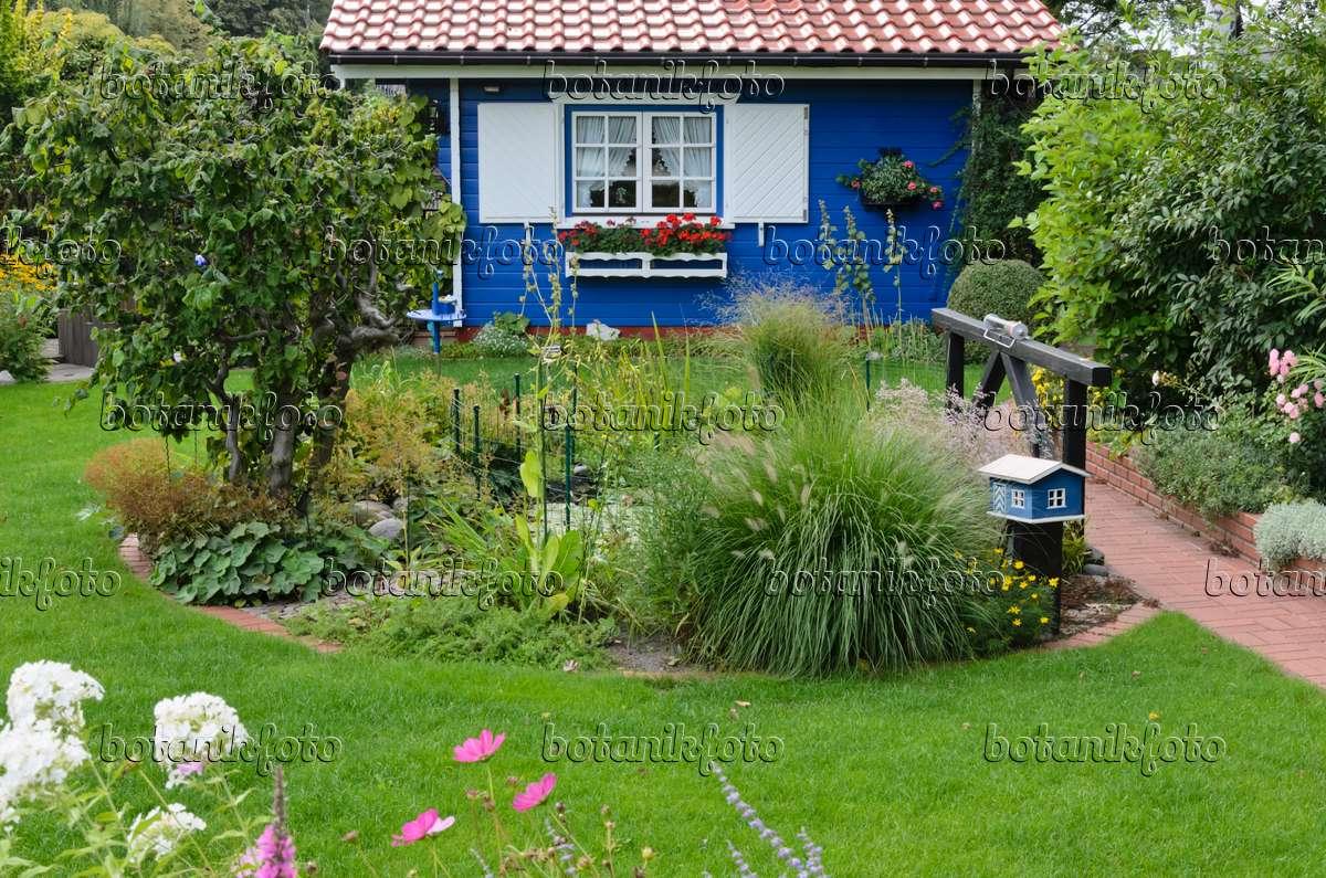 523082   Kleingarten Mit Blauem Gartenhaus