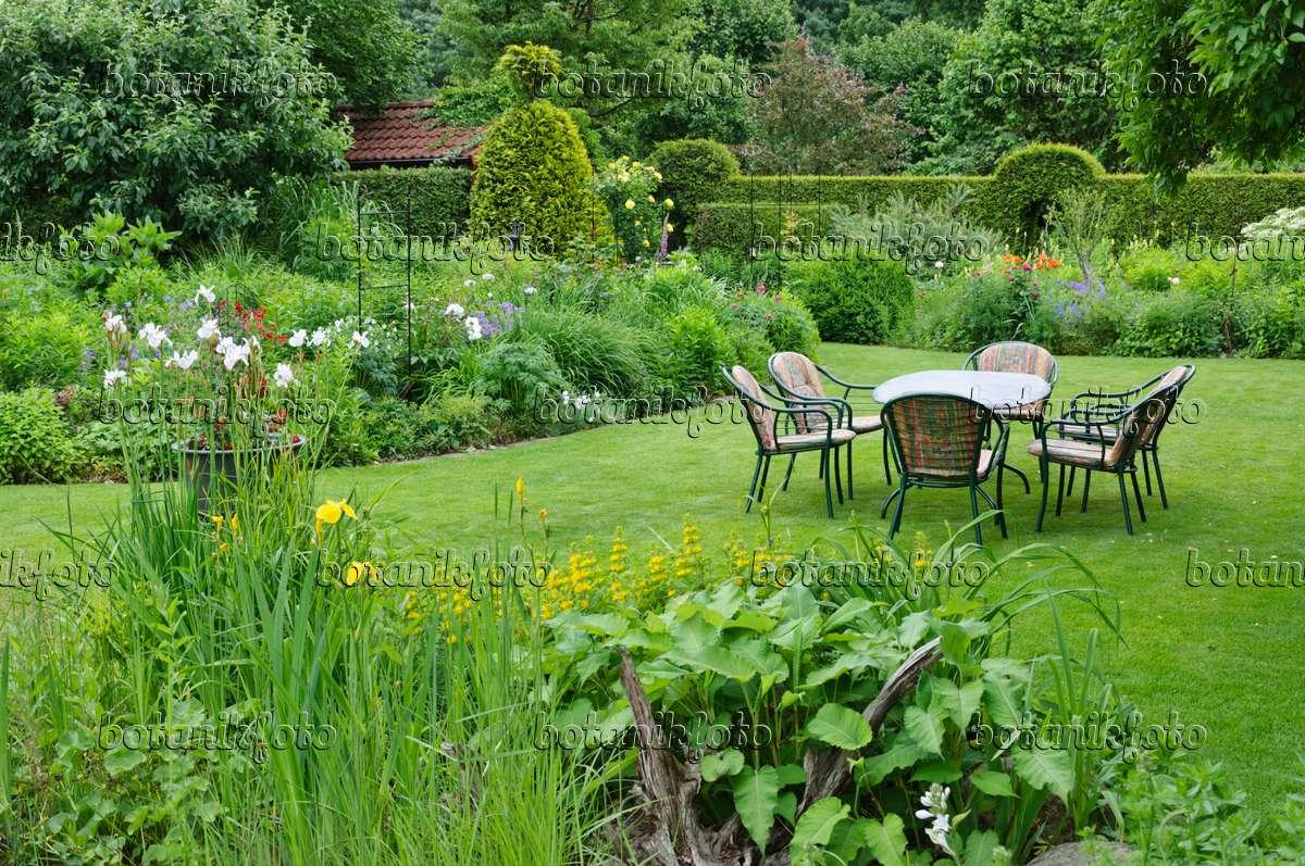 Bild sitzgruppe mit topfpflanzen im garten 442067 startseite design bilder - Topfpflanzen garten ...