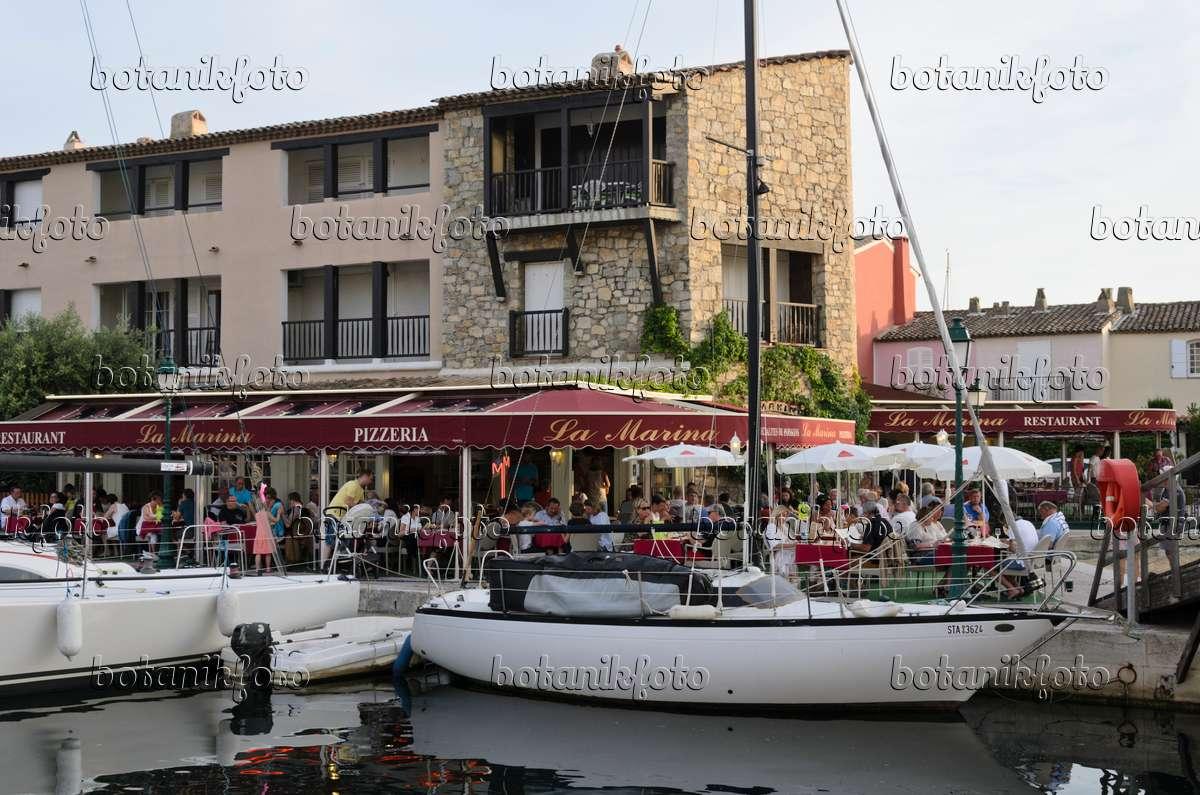 Bild restaurant im yachthafen port de grimaud frankreich for Restaurant port grimaud