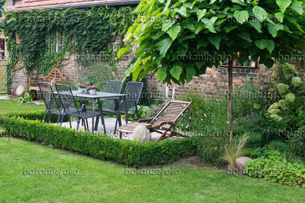 bild sitzplatz im garten 535243 bilder und videos von pflanzen und g rten botanikfoto. Black Bedroom Furniture Sets. Home Design Ideas