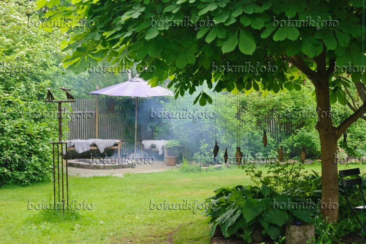 Bild sitzplatz mit feuerstelle im garten 509142 bilder for Feuerstelle garten mit balkon pv