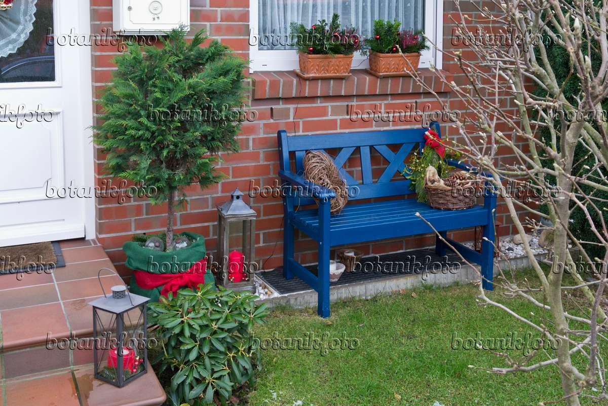 bild vorgarten mit weihnachtsdekoration 527017 bilder und videos von pflanzen und g rten. Black Bedroom Furniture Sets. Home Design Ideas
