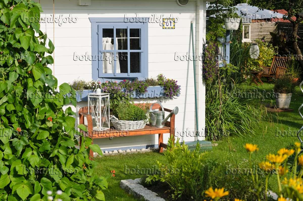 bild wei e gartenlaube mit sitzbank 534284 bilder und. Black Bedroom Furniture Sets. Home Design Ideas