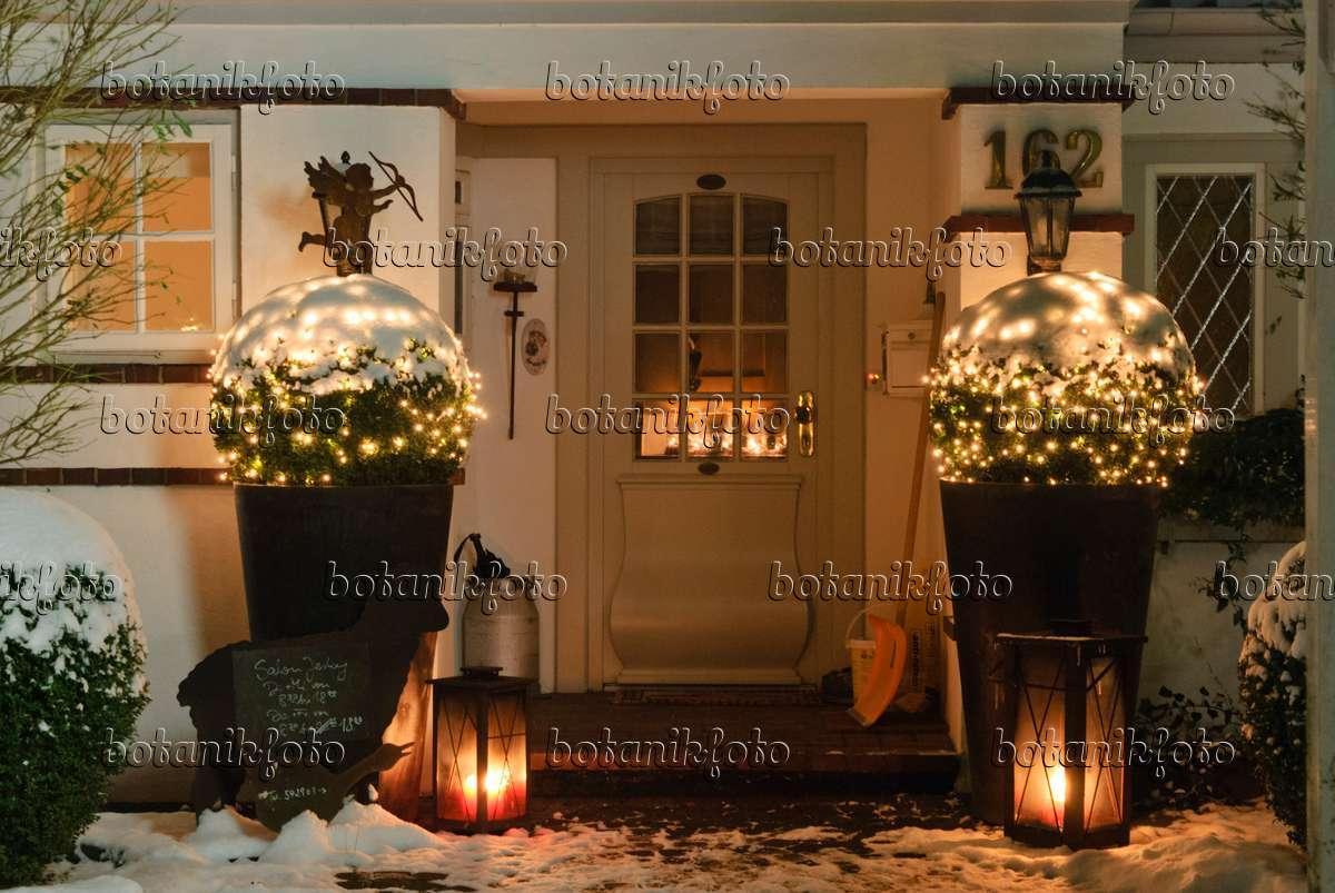 image house entrance at christmas 483055 images and. Black Bedroom Furniture Sets. Home Design Ideas