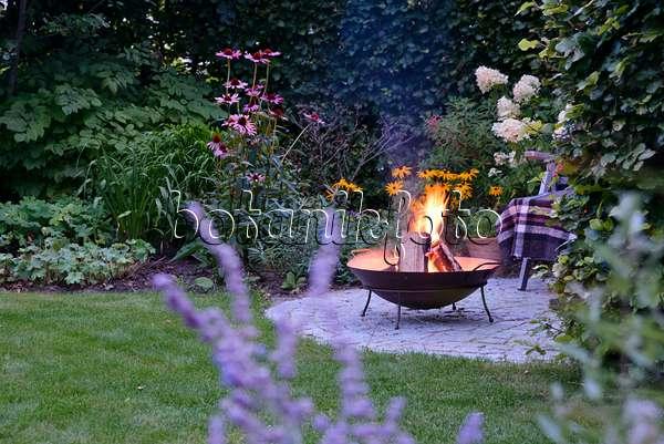 Bild Sitzplatz Mit Feuerstelle Im Garten 509142 Bilder Und