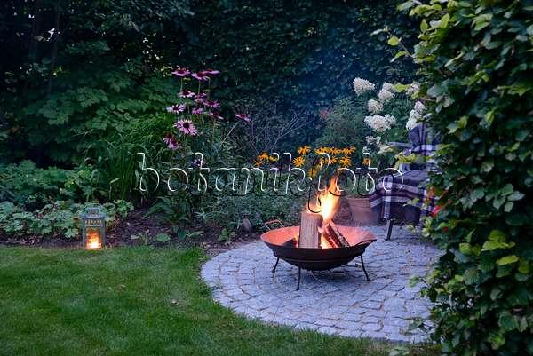 bild sitzplatz mit feuerstelle im garten - 509142 - bilder und, Garten und erstellen