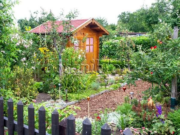 bild kleingarten mit gartenhaus 474433 bilder und. Black Bedroom Furniture Sets. Home Design Ideas