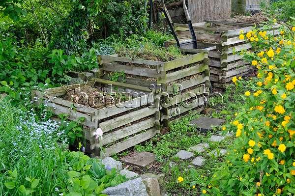 bild komposter aus holz 473303 bilder und videos von pflanzen und g rten botanikfoto. Black Bedroom Furniture Sets. Home Design Ideas