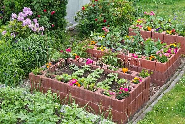 bild selbstgebautes gew chshaus 557057 bilder und videos von pflanzen und g rten botanikfoto. Black Bedroom Furniture Sets. Home Design Ideas