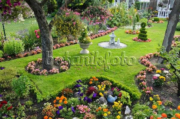 bild sommerblumen in einem kleingarten 534286 bilder und videos von pflanzen und g rten. Black Bedroom Furniture Sets. Home Design Ideas