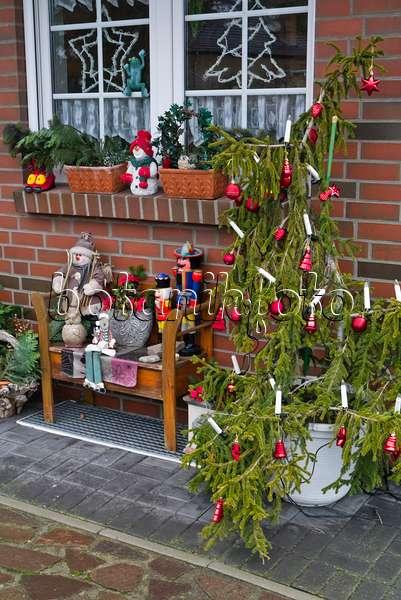 Bild vorgarten mit weihnachtsdekoration 527017 bilder - Gartenbank dekorieren ...