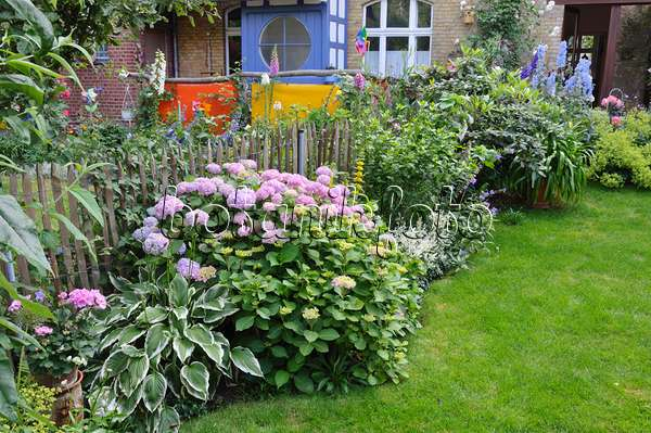 Image Backyard Garden With Perennial Beds Lawn And
